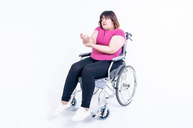 Kobieta siedząca na wózku inwalidzkim
