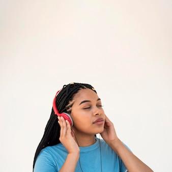 Kobieta słuchania muzyki