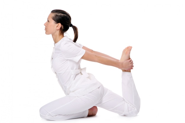 Kobieta sport robi ćwiczenia jogi