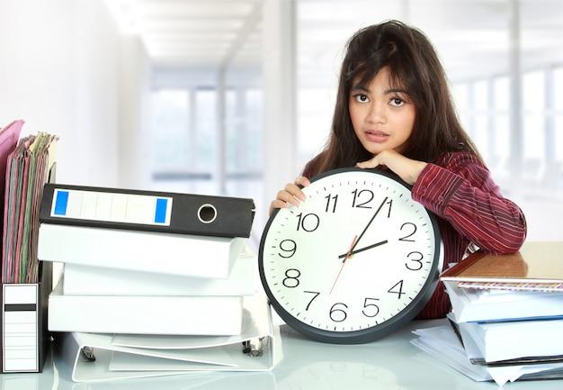 Kobieta stres w biurze