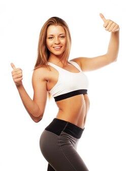 Kobieta stwarzających w odzieży sportowej