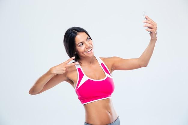 Kobieta szczęśliwy fitness podejmowania selfie zdjęcie