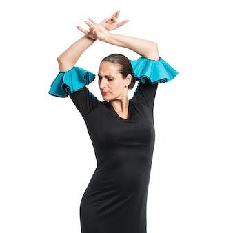 Kobieta tańczy flamenco w studio