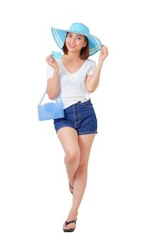 Kobieta trzyma wakacje letnie karty kredytowej