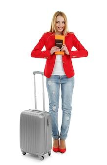 Kobieta trzyma walizkę, na białym