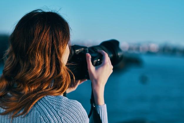Kobieta turysta krajobraz natura podróż wakacje profesjonalista