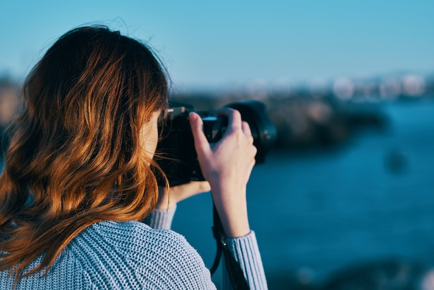Kobieta turysta krajobraz natura podróże wakacje profesjonalista