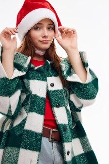 Kobieta ubrana w ubrania noworoczne santa hat wakacje modne ubrania świąteczne. wysokiej jakości zdjęcie