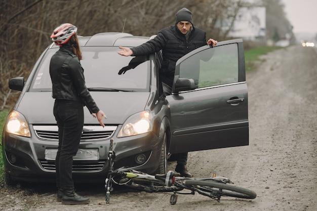 Kobieta uderzyła w samochód.