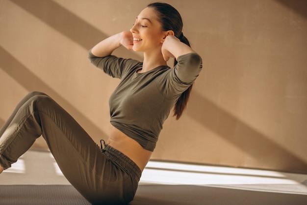 Kobieta uprawiania jogi