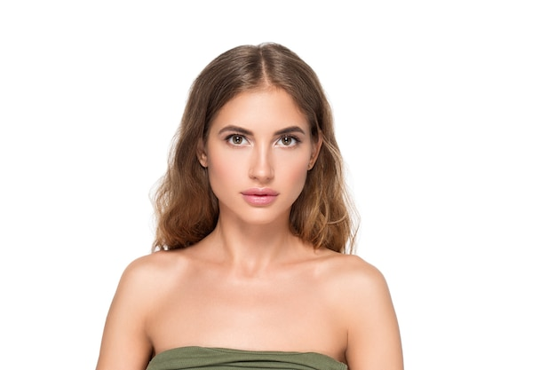 Kobieta uroda twarz zdrowa piękna skóra z bliska portret kobiety na kolor tła. szary