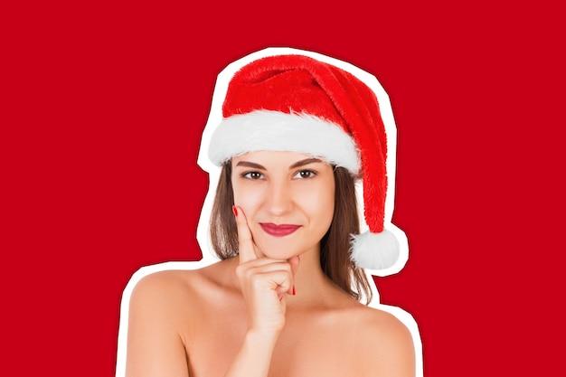 Kobieta w bożenarodzeniowym kapeluszu. koncepcja szczęśliwego nowego roku