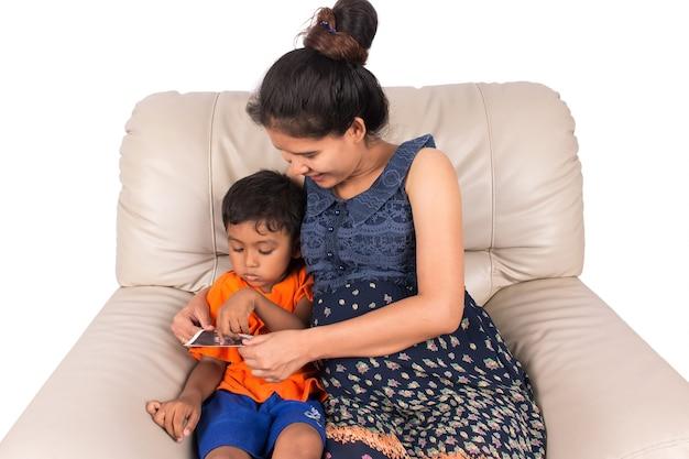 Kobieta w ciąży i jej syn