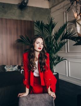 Kobieta w czerwonym kolorze