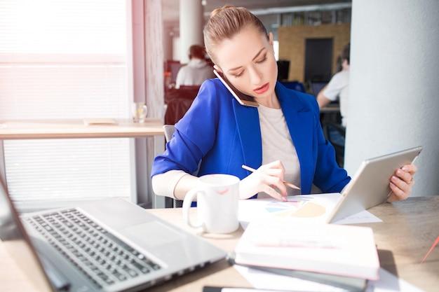 Dlaczego siedzenie na piłce w pracy to zły pomysł   Ergonomia w biurze