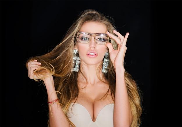 Kobieta w okularach dla wzroku