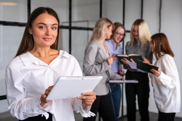 Kobieta w pracy burza mózgów