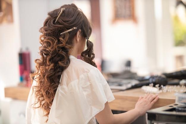 Kobieta w salonie piękności