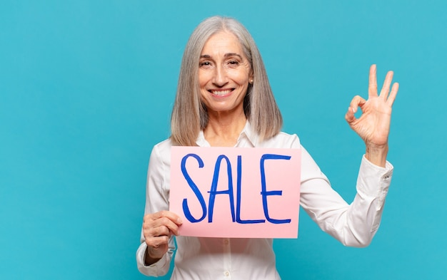Kobieta w średnim wieku, koncepcja sprzedaży