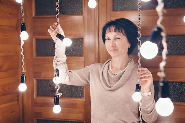 Kobieta w światłach. sławni ludzie