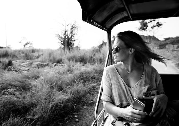 Kobieta wakacyjna podróż podróży relaks