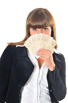 Kobieta wygrywa i otrzymuje pieniądze w gotówce