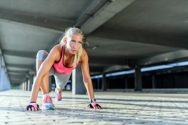 Kobieta wykonywania ćwiczeń