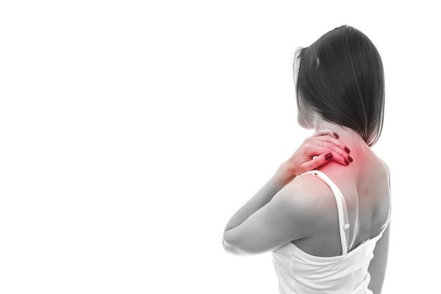 Kobieta wypełnienia ból w szyi na białym tle