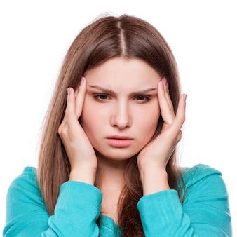 Kobieta z bólem głowy, migreną, stresem, bezsennością, kac