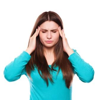 Kobieta z bólem głowy, migreną, stresem, bezsennością, kacem