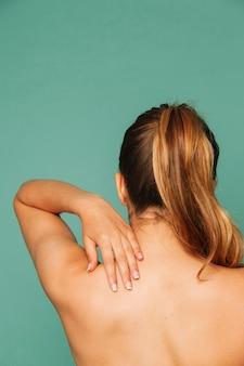 Kobieta z bólem kręgosłupa