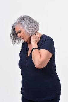 Kobieta z bólem na karku