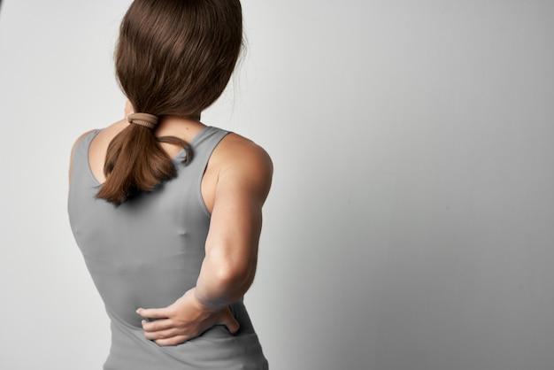 Kobieta z bólem stawów problemy zdrowotne medycyna