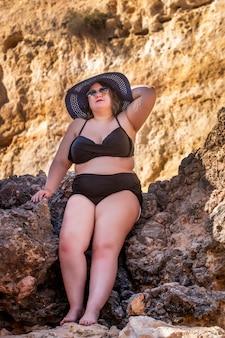 Kobieta z czarnym bikini