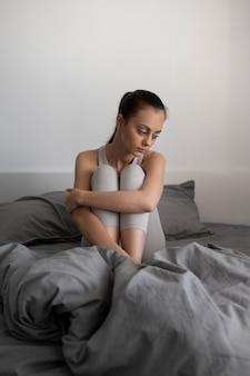 Kobieta z depresją w pełnym ujęciu