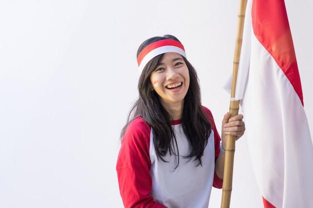 Kobieta z flagą indonezji
