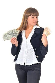 Kobieta z gotówką w dłoniach