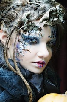 Kobieta z kreatywnych makijaż. motyw halloween.