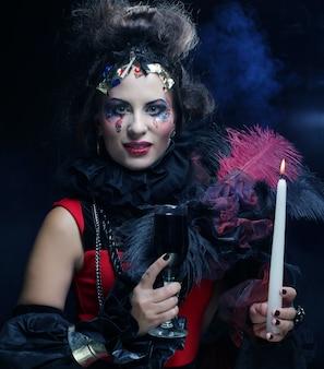 Kobieta z kreatywnych makijaż