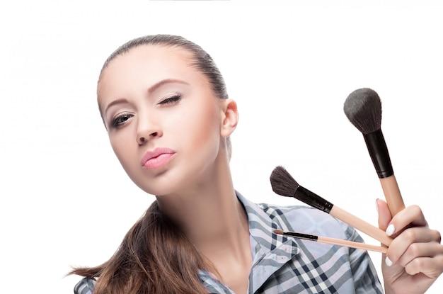 Kobieta z pędzle do makijażu