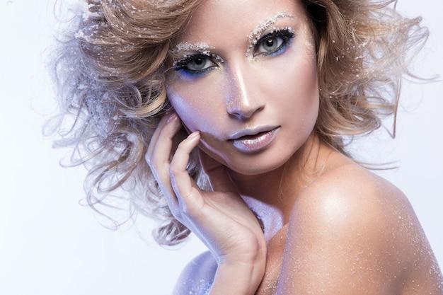 Kobieta z pięknym makijażem