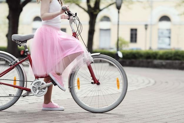 Kobieta z rowerem