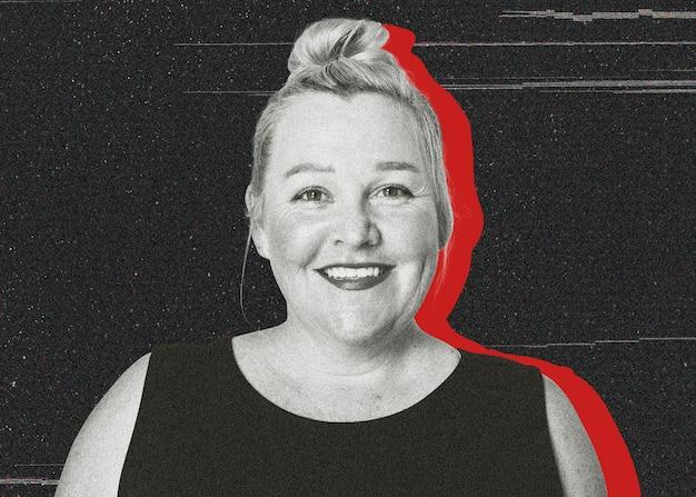 Kobieta z uśmiechem moda czarny podkoszulek bez rękawów