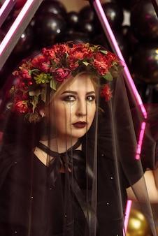 Kobieta Z Wiankiem Kwiatów I Welonem Premium Zdjęcia