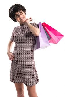 Kobieta z wieloma torby na zakupy