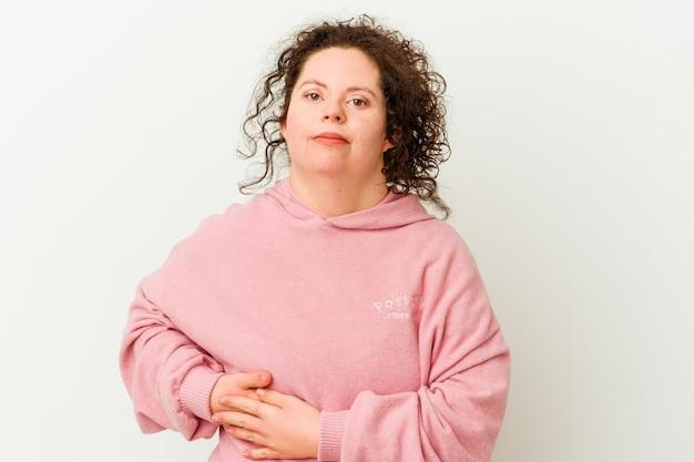 Kobieta z zespołem downa izolowana z bólem wątroby, bólem brzucha.
