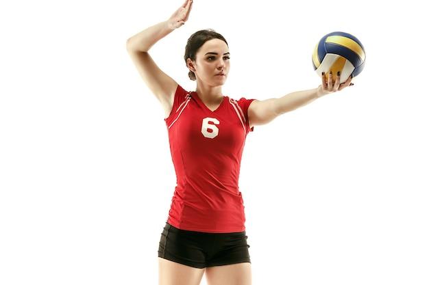 Kobieta zawodowy siatkarz na białym tle z piłką. sportowiec, ćwiczenia, akcja, sport, zdrowy styl życia, trening, koncepcja fitness
