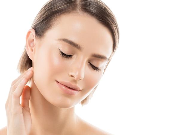 Kobieta zdrowa skóra kobieta piękna twarz krótkie włosy portret naturalny makijaż