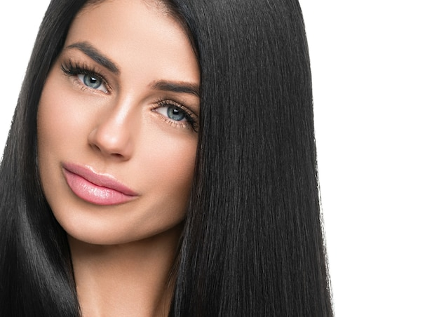 Kobieta zdrowej skóry rzęsy rozszerzenie uroda naturalny makijaż kosmetyczny wiek koncepcja. na białym tle. strzał studio.
