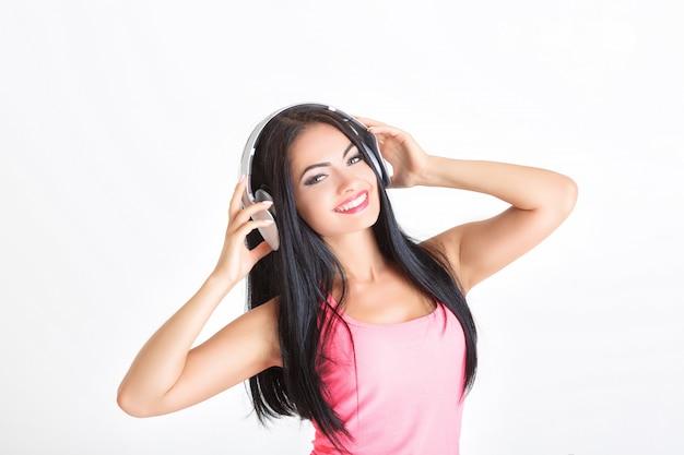 Kobieta ze słuchawkami
